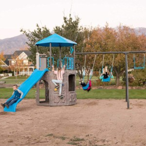 Tips on how to choose the best outdoor playground for kids (2021)